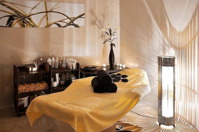 Wystr j salonu kosmetycznego wyposa enie salon w for W salon and spa