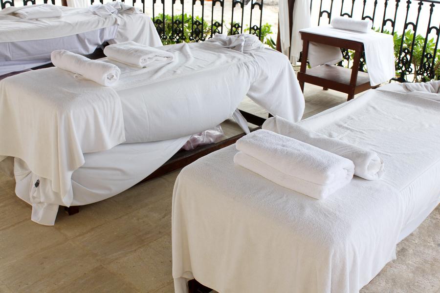 Jak wybrać łóżka do masażu?