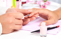 Jakie rodzaje lakierów do paznokci wybrać?